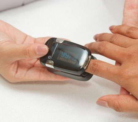 medidor de oxigeno en la sangre de dedo